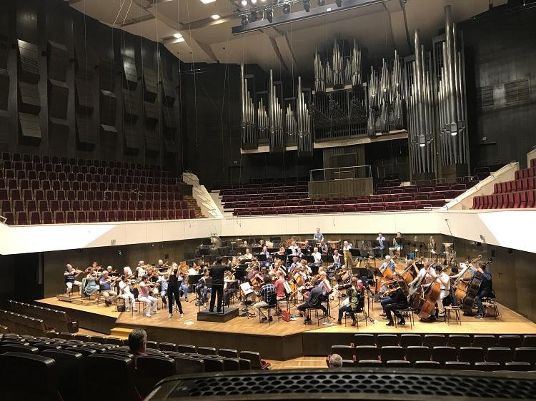 2018 - Germany, Leipzig, GewandhausMDR-Sinfonieorchester, Robert Trevino